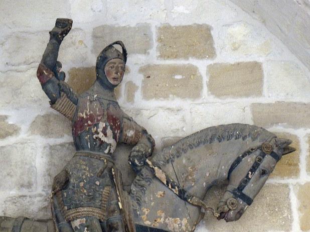 エステーリャ地方の教会にある聖ゲオルギオス像の修復前