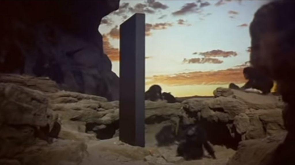 映画「2001年宇宙の旅」に出てくるモノリスに似ているユタ州「謎の柱」