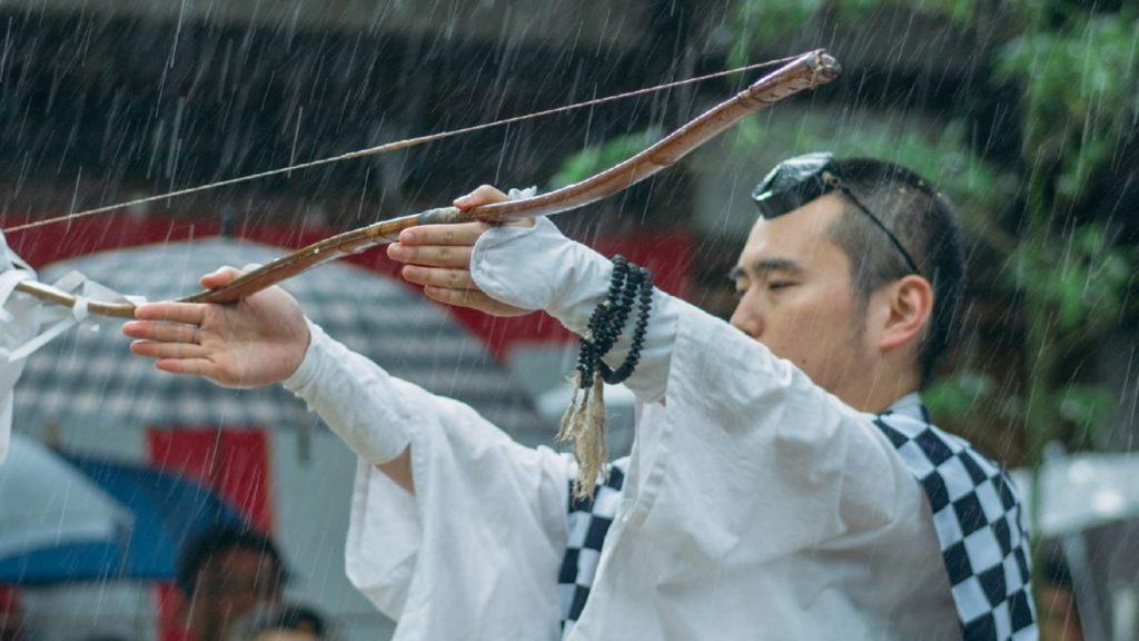 宝満宮竈門神社の修業僧(山伏)の装束の羽織の柄が「市松模様」