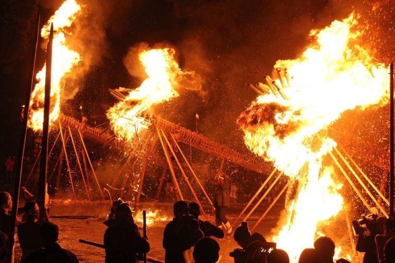 筑後市では「鬼」にまつわる火祭りが執り行われる①