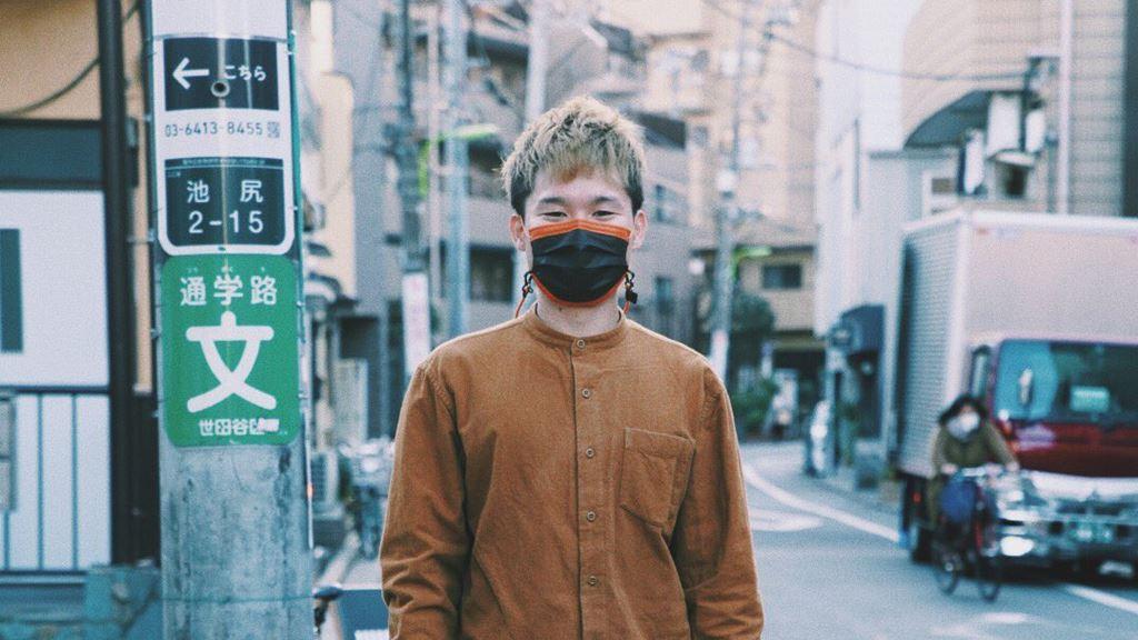 耳が聞こえないデザイナー岩田直樹の人物画像